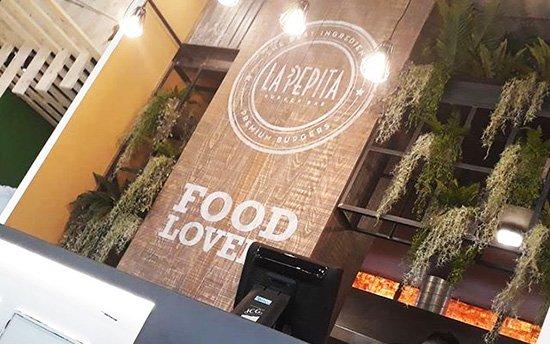Corner en el mercado del Progreso de Vigo - Restaurante de hamburguesas gourmet
